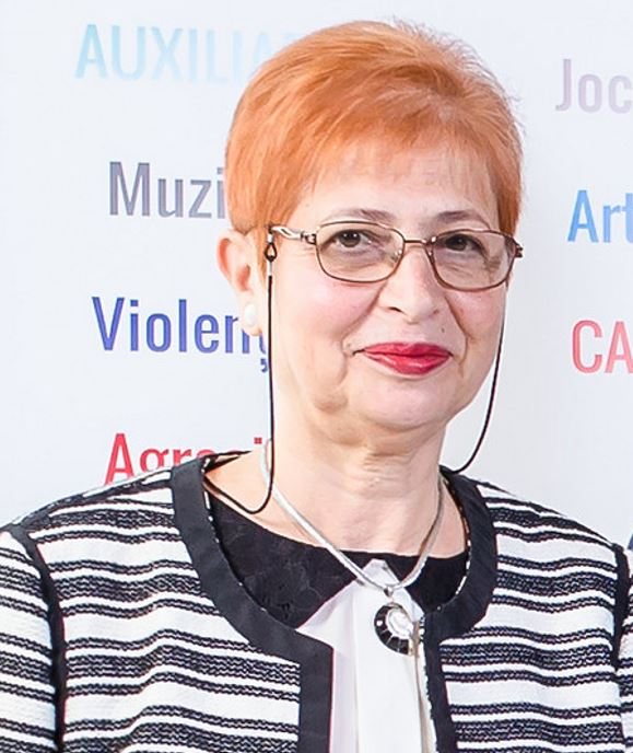 Dr. Roth Maria